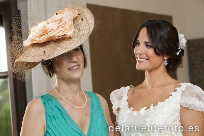 Foto espontánea de la novia con su madre