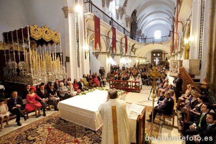 Boda de Arancha y Rafael en Córdoba. Celebración del rito religioso en la Iglesia de San Francisco. Reportaje fotográfico de De la Fuente Fotografía