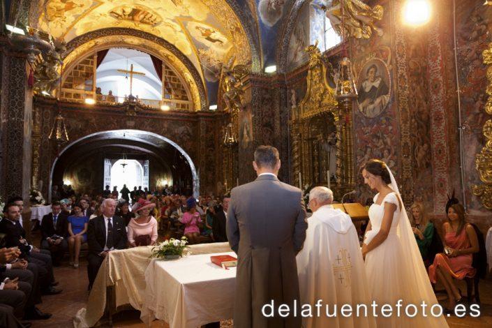 Reportaje de Bodas en Córdoba. Los novios durante la ceremonia. Reportaje de boda en Córdoba hecho por De la Fuente Fotografía