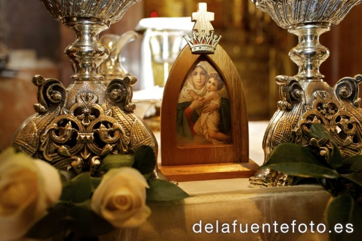 Trinidad y José Alberto. Iglesia Sagrario de la Catedral de Córdoba. Peina y Maquilla Mac Estilistas. Fotografía De la Fuente