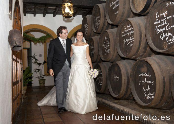 Carmen y Daniel se casaron en la Iglesia de San Miguel y la celebración fue en Bodegas Campos. Fotografía De la Fuente.