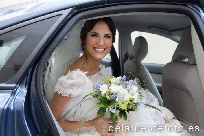 Llegada del coche de la novia