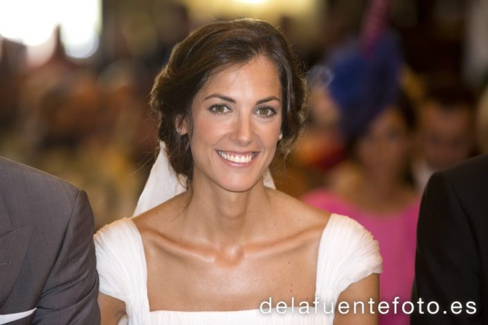 Reportaje de Bodas en Córdoba. Menchu Benitez peinó a la novia. Maquillaje de Mac Peluqueros. Reportaje de boda en Córdoba hecho por De la Fuente Fotografía