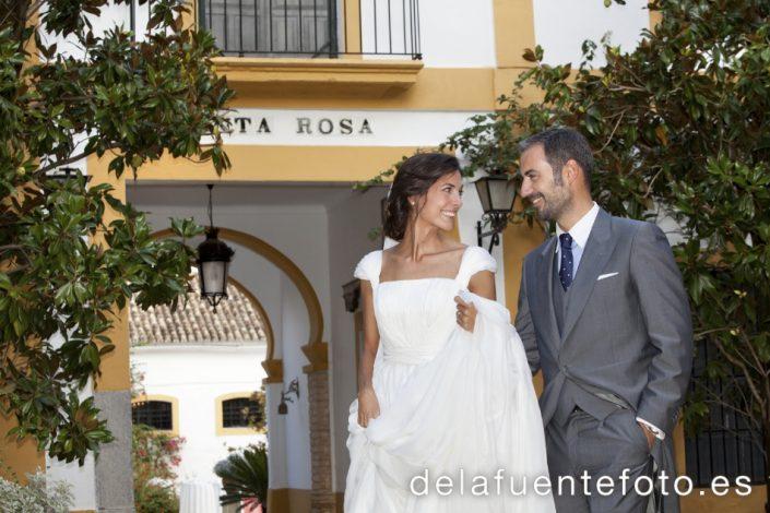 Reportaje de Bodas en Córdoba. Los novios durante la celebración del convite. Reportaje de boda en Córdoba hecho por De la Fuente Fotografía