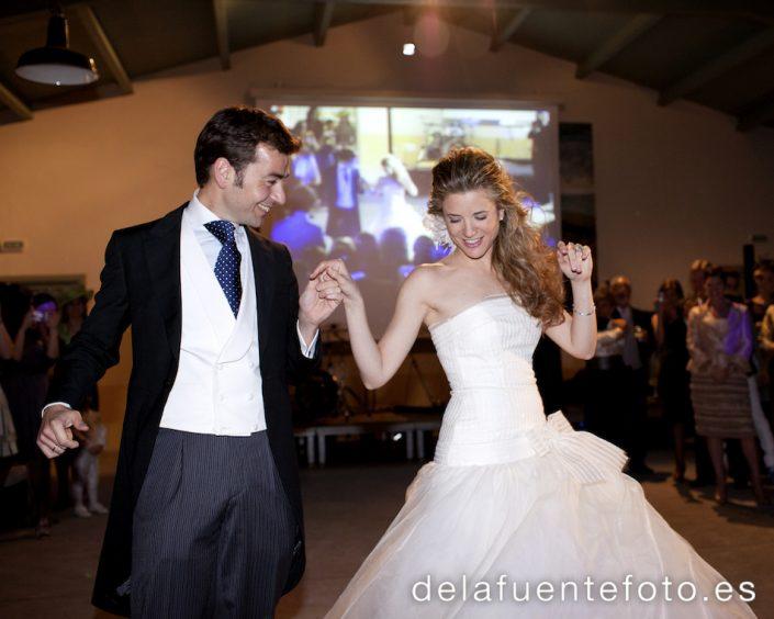 Foto de los novios durante su baile