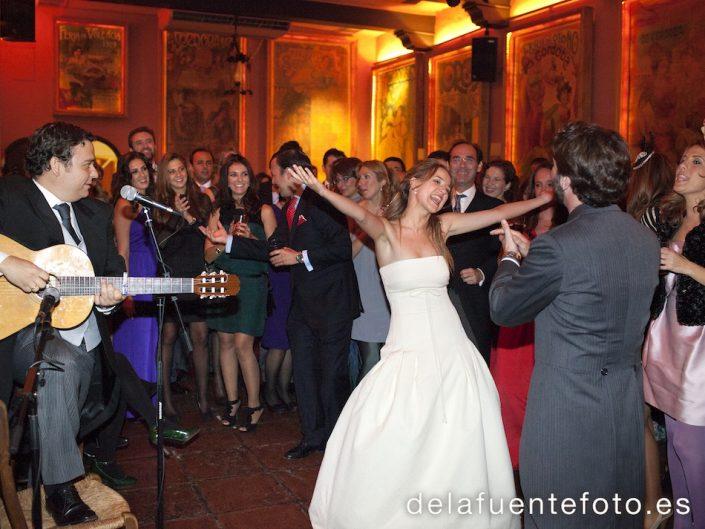 En el baile la novia tuvo un momento de explosion de amor