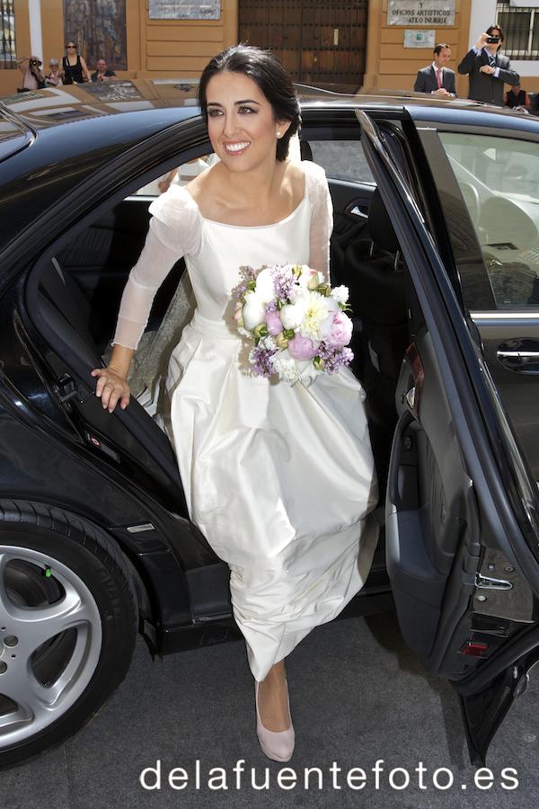 Bajada del coche de la novia