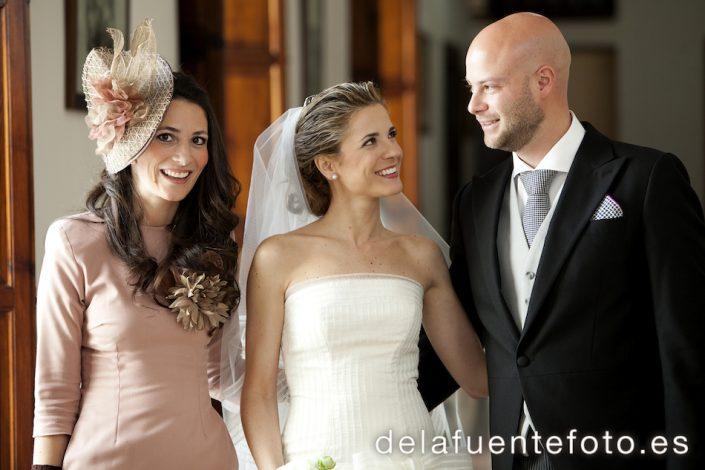 El hermano de la novia y su mujer posan con Pilar