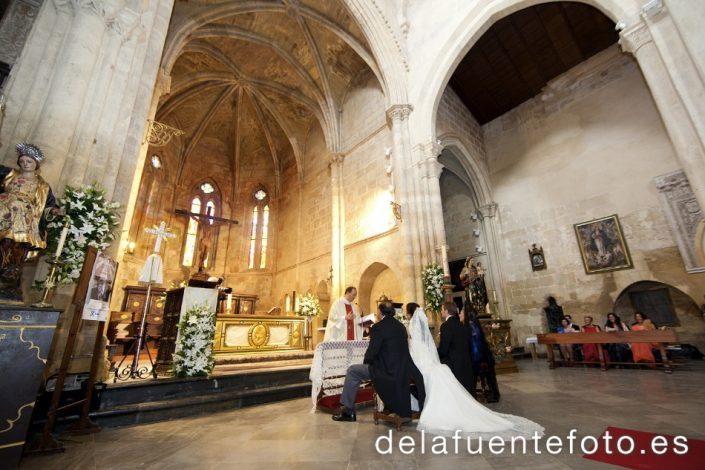 Rocío y José Antonio se casaron en la Iglesia Santa Marina de Córdoba. El Catering fue de Bodegas Campos. Fotografía De la Fuente