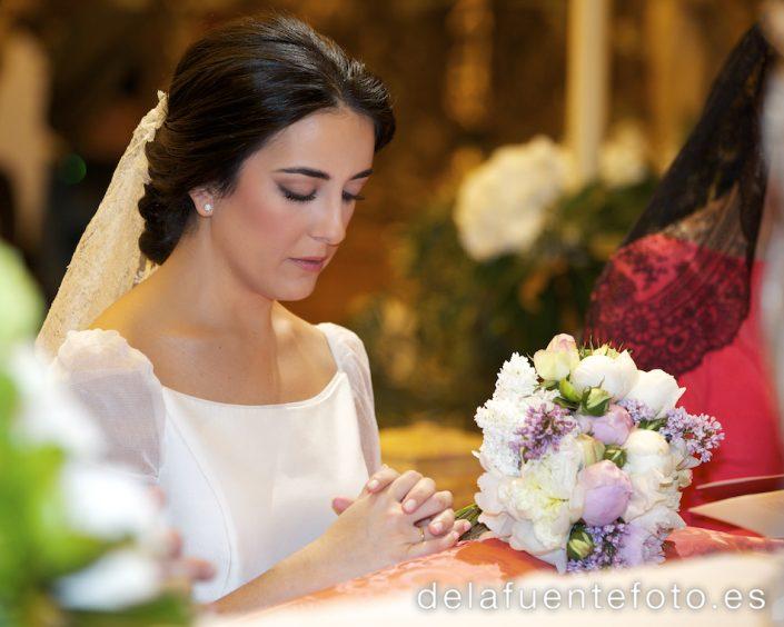 La novia de rodillas