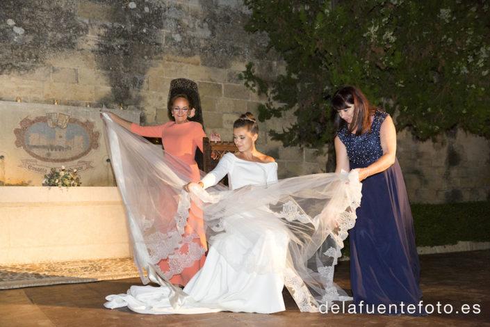 Retirada del velo de la novia