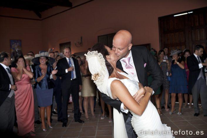 Boda de María y Jesús. Se casaron en la iglesia de San Esteban de Sevilla y el reportaje de fotos estuvo a cargo del equipo de De la Fuente fotografía